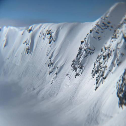 アラスカヘリ10年ぶりの1本目 雪崩ました